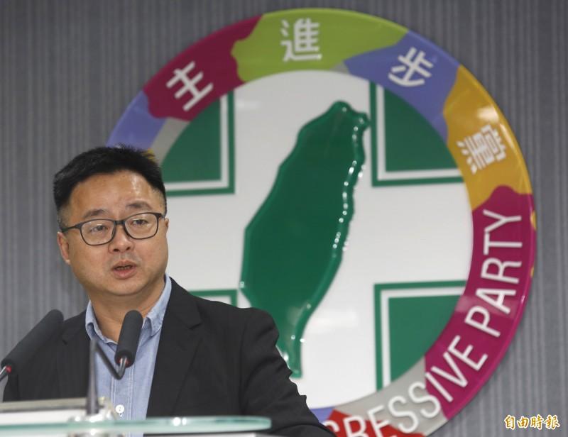 民進黨中執會會後民進黨秘書長羅文嘉召開記者會說明會議結果。(記者王藝菘攝)