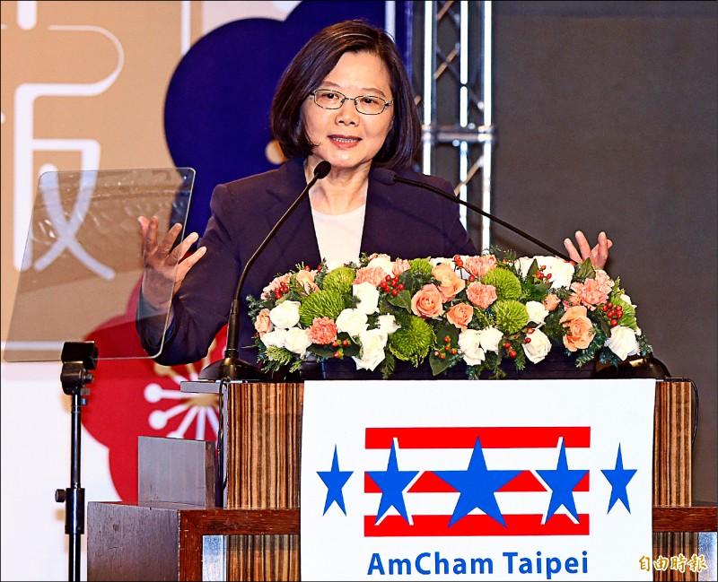 總統蔡英文昨天出席美國商會「二○一九謝年飯晚宴」,並在會中致詞。(記者廖振輝攝)