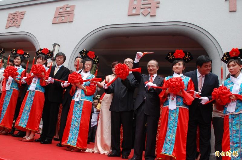 寶島時代村2012開幕時由王金平(右4)等人剪綵。(資料照,記者陳鳳麗攝)