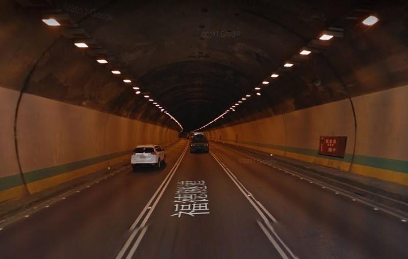 國道3號福德隧道南向今天上午驚傳火燒車意外。(擷取自Google街景)