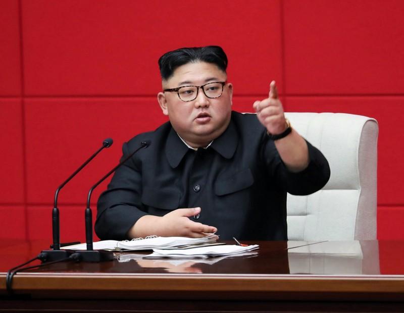 金正恩昨(10日)在勞動黨全體會議上,揚言要給經濟制裁國家予以「嚴厲打擊」。(美聯社)
