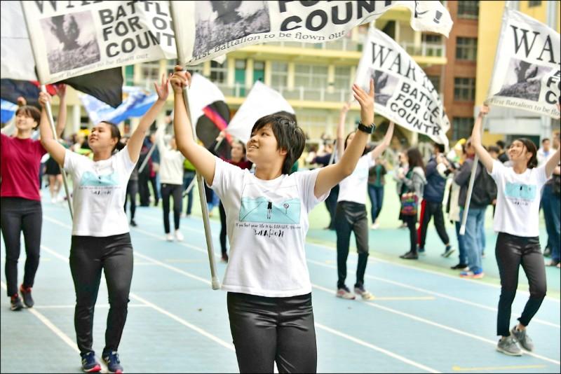 清華大學與國防部今年首推「將星計畫」,獨招錄取十人。圖為錄取的北一女學生賴珈融。(照片由清大提供)