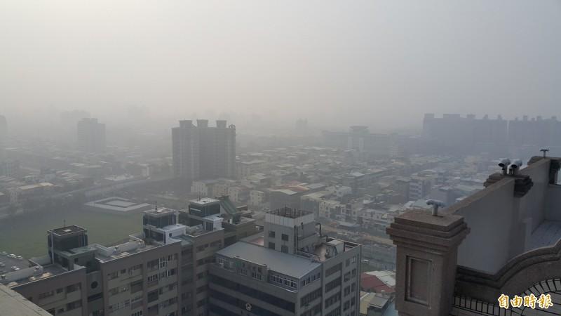 有國際研究月刊公布研究報告指出,全球每年約有400萬名孩童因為交通空氣污染而導致氣喘,報告中更指出,最嚴重的國家是科威特,台灣也榜上有名,排名第4。(資料照)