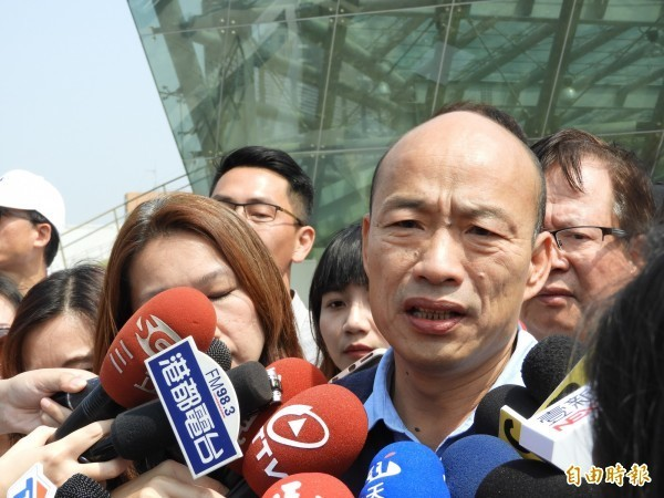 高雄市長韓國瑜疑因行程太趕,加上不適應時差,導致眼睛不舒服,只好在波士頓與會僑胞晚宴上提早退場。(擷取自臉書)