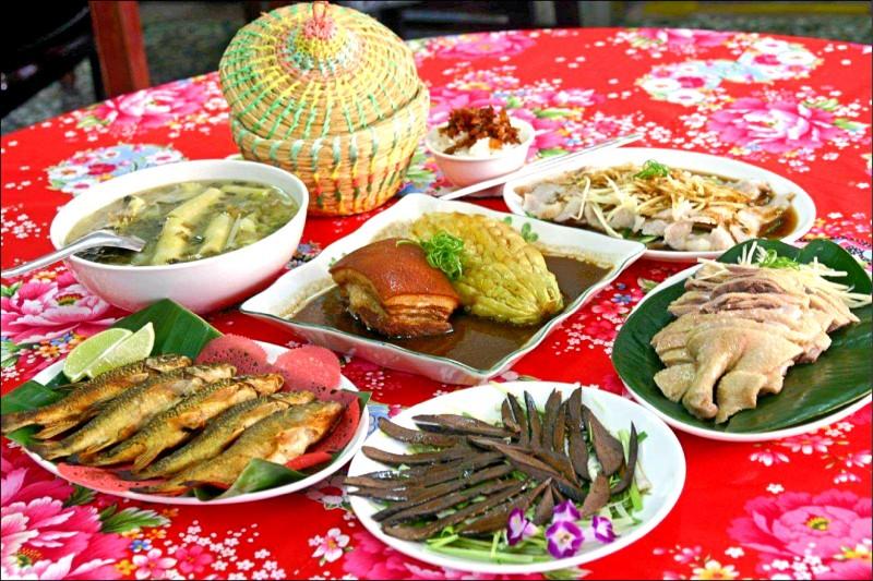 運用膽肝、梅干菜的醃漬物入菜,不僅可以嚐到客家族群惜食愛物的生活智慧,特殊的客家滋味好迷人,教人再三回味。(圖片提供/全展客家美食餐廳)