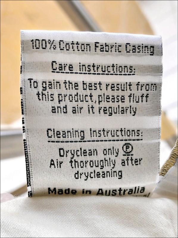 不同棉被的材質和清潔方式有所不同,清潔保養前要先了解。(記者許麗娟/攝影)