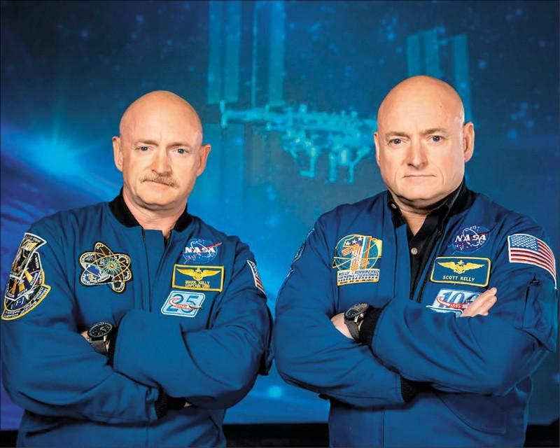 美國雙胞胎太空人史考特(右)與馬克在同一年裡,分別待在國際太空站與地球。(法新社檔案照)