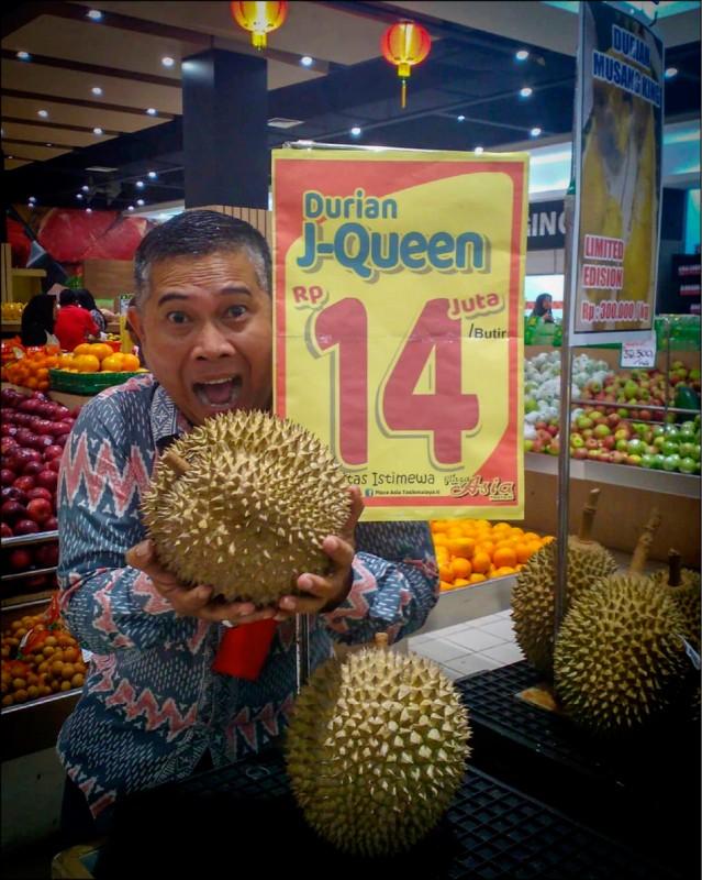 印尼「J皇后」榴槤今年初在印尼首都雅加達亮相,一顆要價超過3萬新台幣。(路透檔案照)
