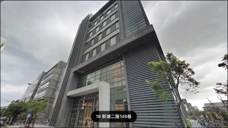 壹傳媒集團創辦人黎智英再賣台灣資產,據悉,北市內湖的「壹電視大樓」已賣出,根據房產業者指出,該大樓黎智英的投資公司香港商盛至有限公司持有,日前已轉手。(翻攝自Google地圖)