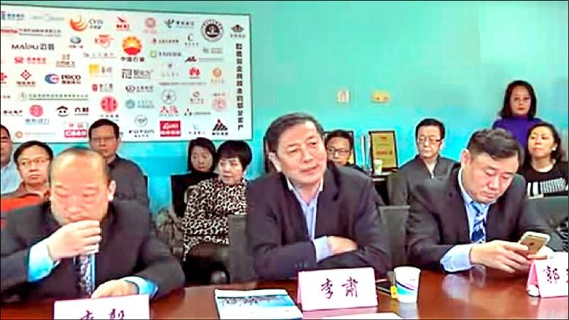 武統宣講團成員之一的李肅(前排中),掛名「當代智庫論壇」理事長,該論壇背後有解放軍總參二部的軍情單位支持。(取自網路)