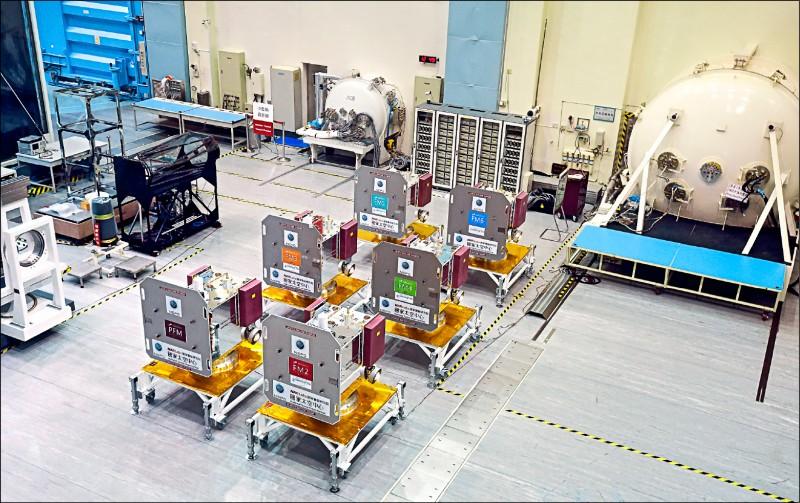台美合作的福衛七號蓄勢待發,明天在太空中心打包後,後天啟程運往美國,預計6月升空。(資料照)