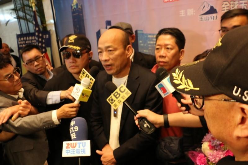 韓國瑜在洛杉磯受訪,對於總統大選指出自己只是訂出標準。(高市新聞局提供)
