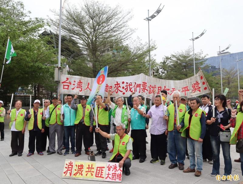 908台灣國總部總會號召本土社團,反制中國和平統一促進的「一國兩制、和平統一」遊行。(記者歐素美攝)