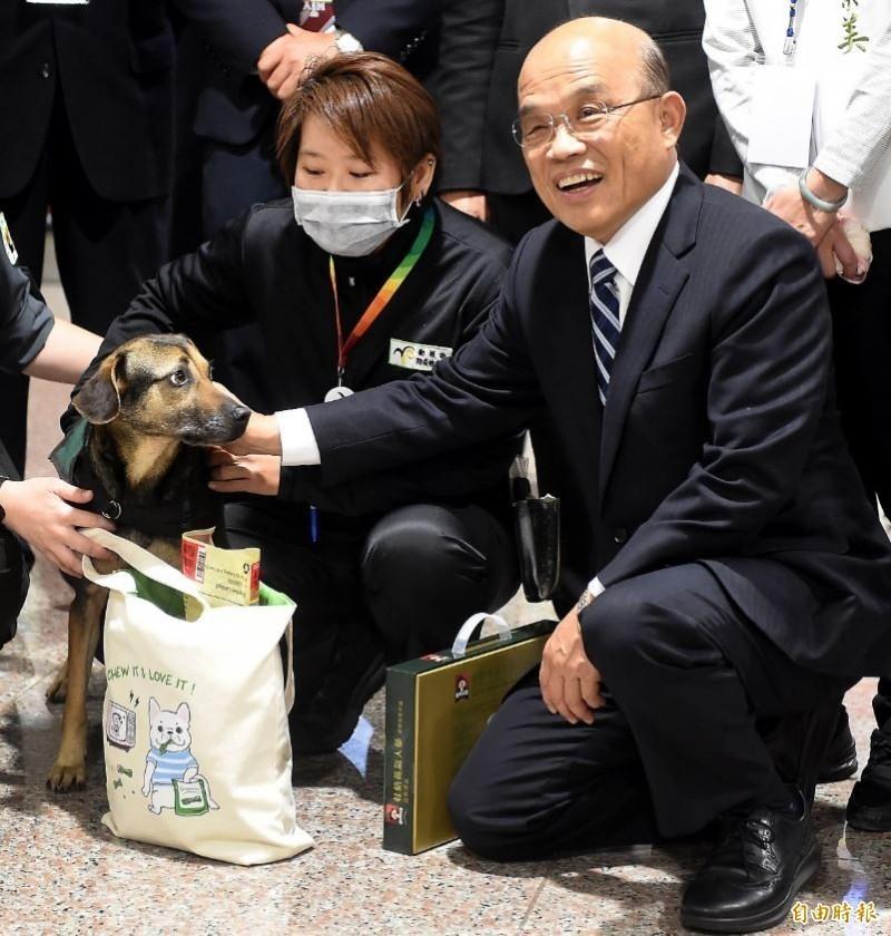 行政院長蘇貞昌表示,把宣導要武力統一台灣的恐怖份子驅逐出境,「是剛好而已,快走不送!」對此,網友狂鑽「拿出台灣人的氣魄就對了」!(資料照)
