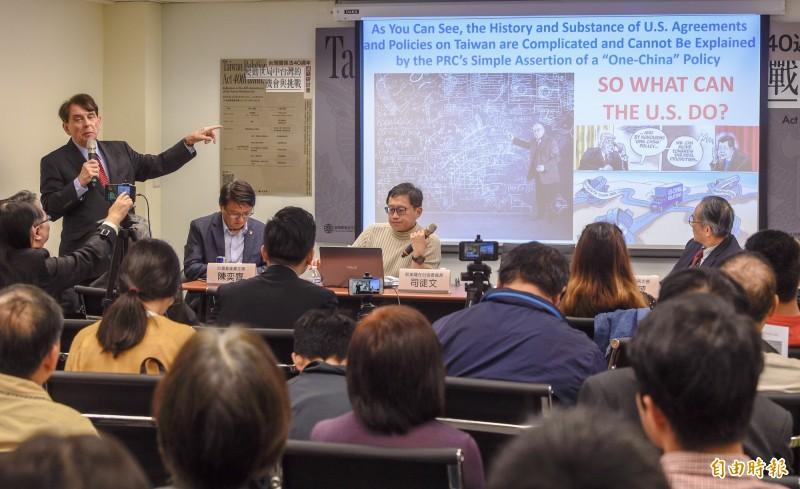 台灣新世紀文教基金會14日舉辦「變動世局中台灣的機會與挑戰:台灣關係法40週年的反思」研討會,前美國在台協會處長司徒文出席進行主題演講。(記者叢昌瑾攝)