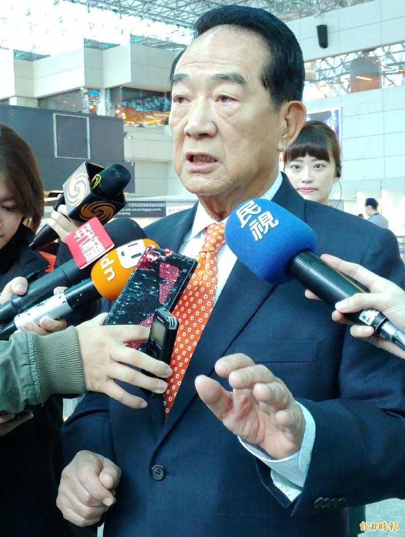 親民黨主席宋楚瑜早上搭機前往香港,將訪粵港澳大灣區。(記者姚介修攝)