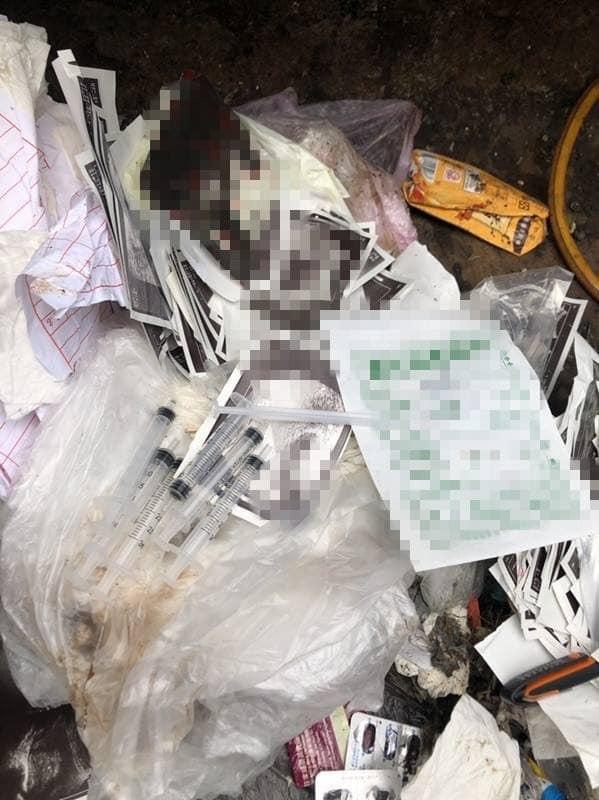 一般家庭垃圾中竟藏有大量的針筒等醫療廢棄物。(記者佟振國翻攝)