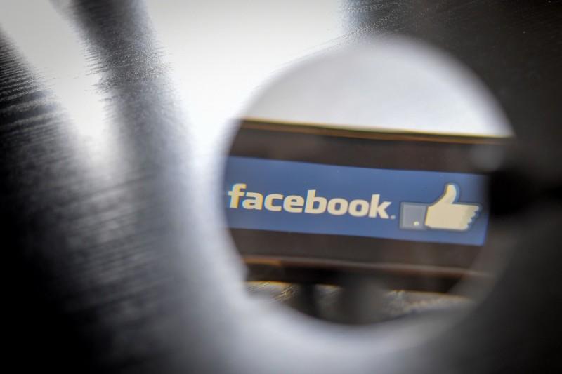 為了確保兒童的隱私安全,英國未來可能會關閉18歲以下的人在各個社群媒體上的按「讚」(Like)按鈕功能。(法新社)