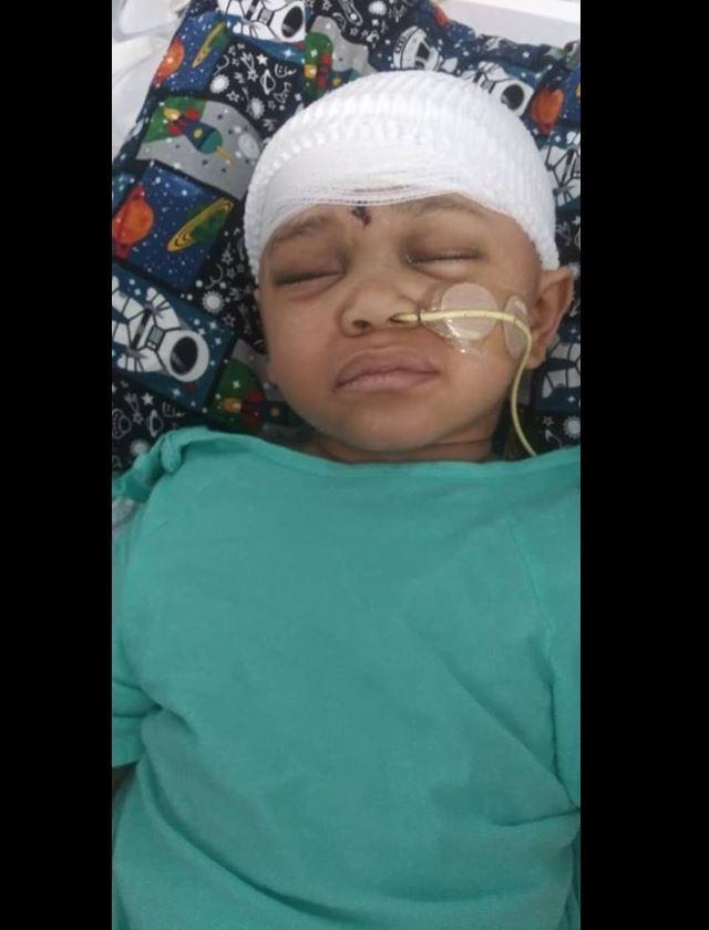 美國加州有名4歲的男童納萬傑克森(Na'vaun Jackson)在親戚的家中找到槍枝,把玩後因槍枝走火,導致男童不慎射擊自己的頭部,經過幾個星期的搶救後脫離險境,身體狀況也逐漸穩定。(圖片擷取自Ramon Price臉書)