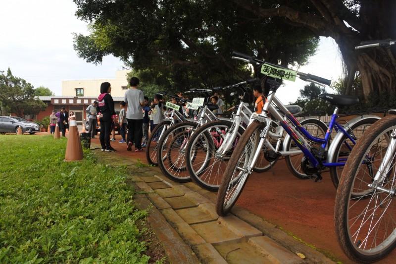 溪尾國小今年學區的新生數零,學校推出只要報到就送自行車來吸引外地新生。(記者蘇金鳳翻攝)