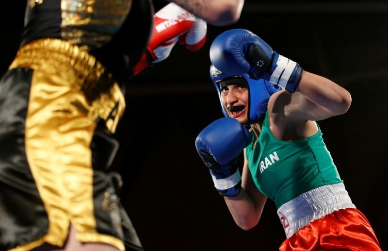 伊朗史上首位角逐國際賽事的女拳擊手卡蒂姆(Sadaf Khadem)今(17)日得知被伊朗政府通緝,緊急取消回國班機。(路透)