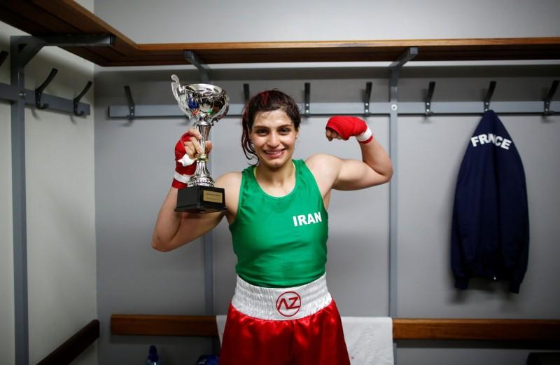 卡蒂姆在比賽中穿著綠色背心、紅色短褲,搭配著白色腰帶,皆為伊朗的國旗顏色,她原本滿心期待能夠在回國時受到英雄般的熱烈歡迎,沒想到卻遭到通緝。(路透)