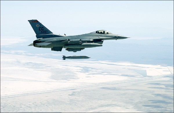中國反對美方與台灣進行F-16戰機相關軍售,呼籲美方撤銷計畫。(資料照)