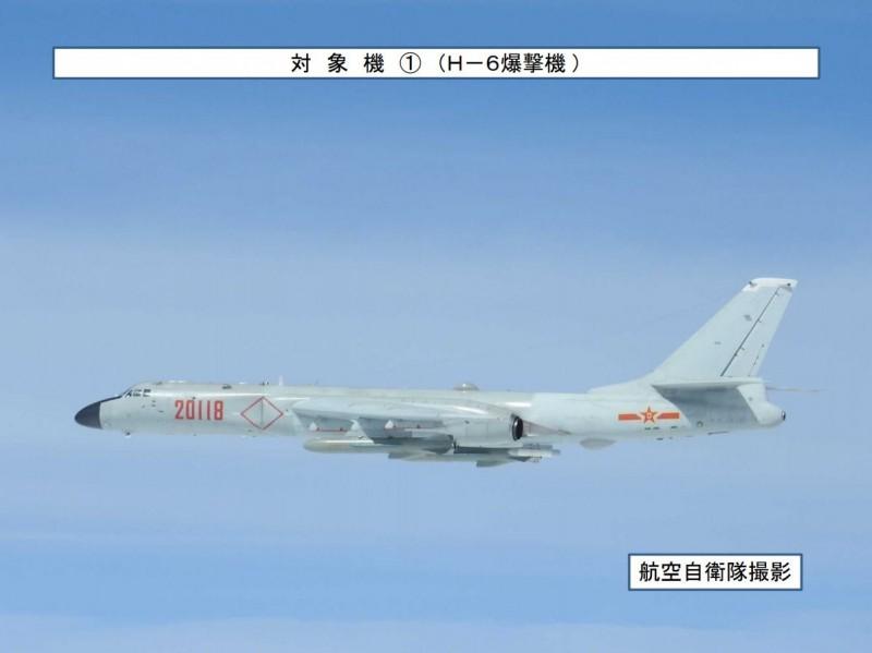 中國軍機15日再度現身台灣周遭海域。圖為機身號碼「20118」的轟6K轟炸機。(圖擷自日本防衛省統合幕僚監部網站)