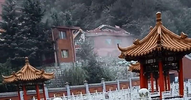 中國西安市長安區終南山觀音禪院龍王殿,也被當局拆除。(圖擷取自《寒冬YouTube》)