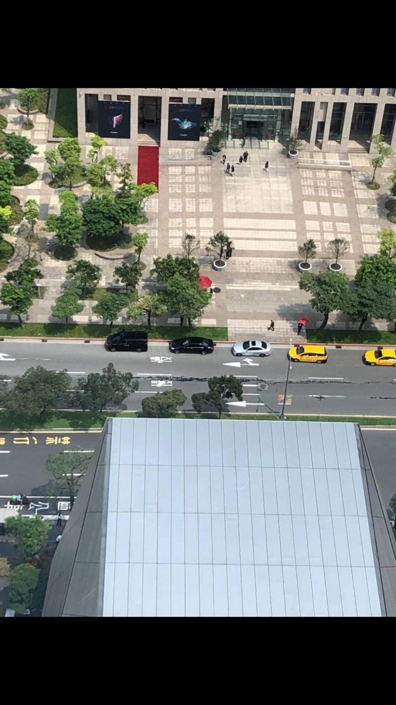 地震誤傳北市松仁路路面裂開 工務局:是填縫膠