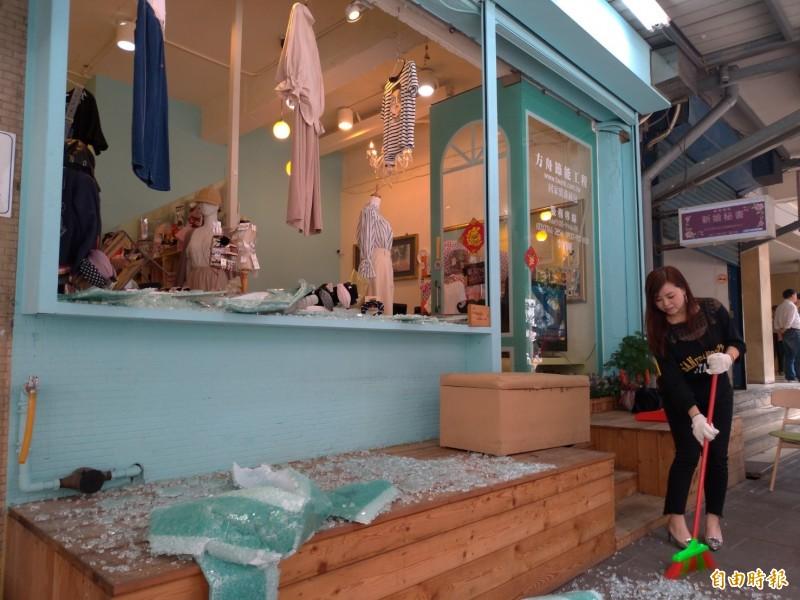北市三民路服飾店玻璃震碎  老闆:客人都嚇哭