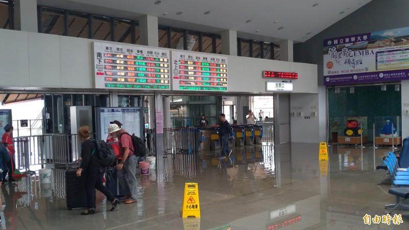 (記者王錦義攝)花蓮地震列車停駛