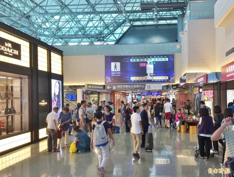 強震影響花蓮、松山機場 天花板掉落、位移