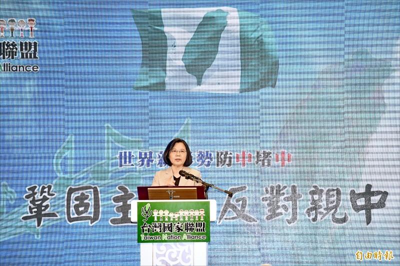 總統蔡英文昨日出席「台灣國家聯盟募款餐會」,致詞時強調她有信心「把咱們的厝顧好」。(記者羅沛德攝)