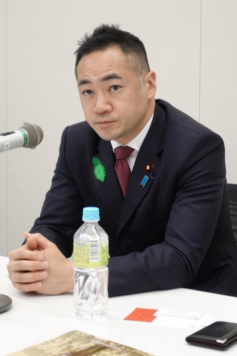 日本財務副大臣、眾議員鈴木馨祐18日會見彰化高中「日本踏查團」學生時表示,自由的台灣絕對不可被共產獨裁的中國併吞。(記者林翠儀攝)
