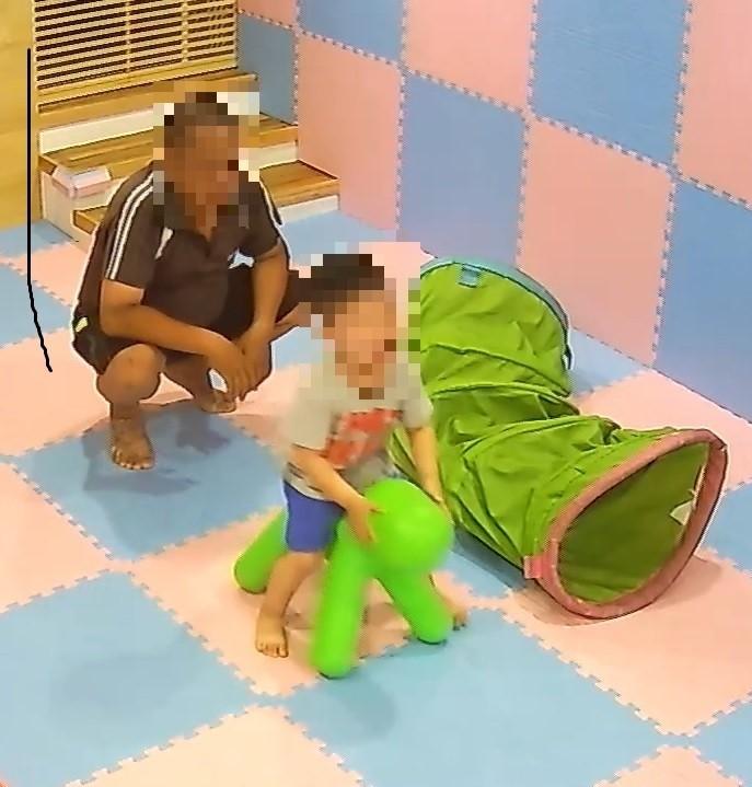 怪叔叔闖診所抱男童 家長恐慌PO文提醒