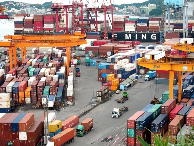 國民黨提出「自由貿易經濟特區特別條例草案」,要讓中國產品來台貼上MIT標籤後出口全球。(歐新社)