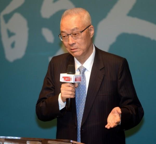 吳敦義表示,高雄市長韓國瑜不便主動爭取參加提名初選,但如果給予一個「徵召」,讓韓可以被動參與黨的初選機制,與其他參選人一起比較,這樣會比較公平。(資料照)