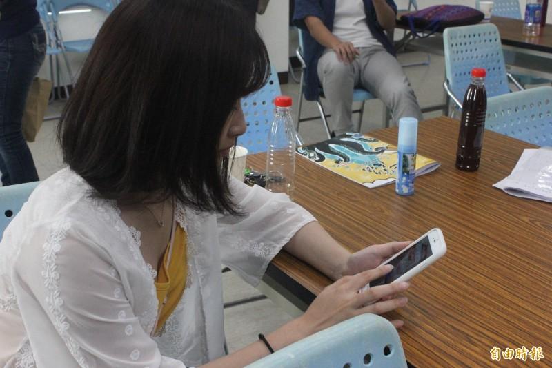 民宿協會提升服務品質再造品牌,學習經營網頁技術。(記者蔡宗憲攝)