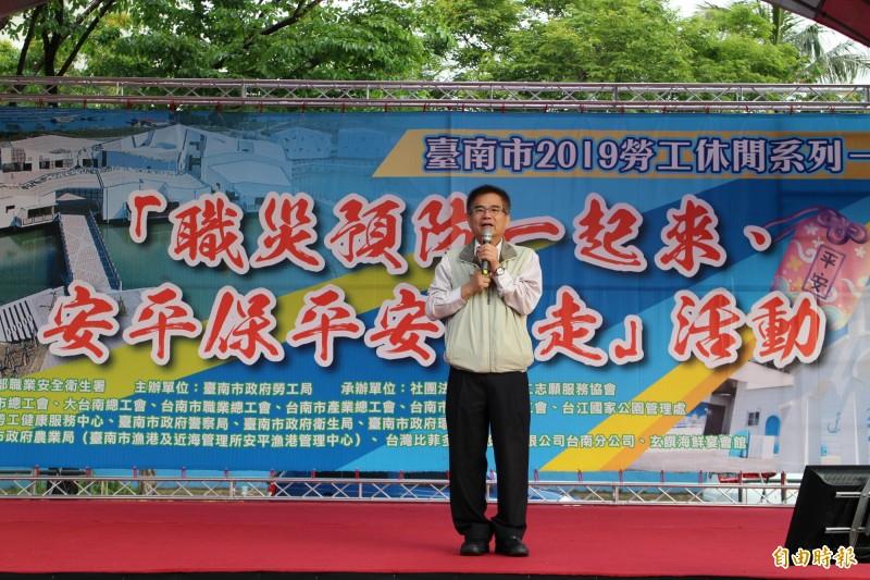 南市勞工局長王鑫基宣告「台南市職業安全健康處」,將於4月28日揭牌成立。(記者洪瑞琴攝)