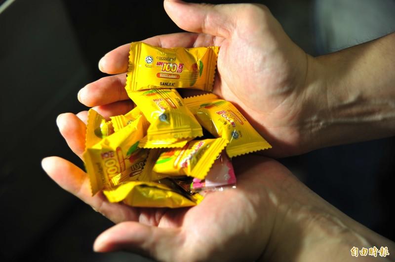 吳婦要求警方能否將身上的一把糖果還給她。(示意圖,記者王捷攝)