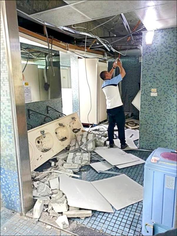 花蓮前天地震,台師大男一宿舍的5樓洗手台整個垮掉。(台師大提供)