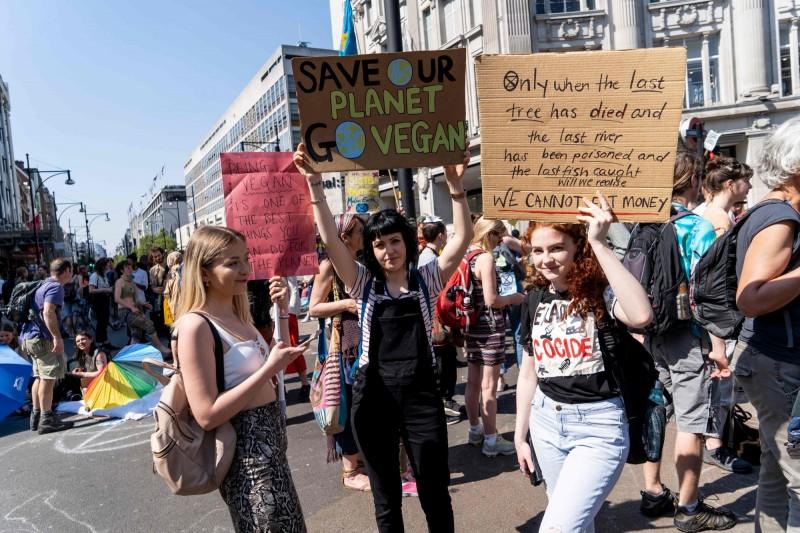 6天超過700人被捕 英環團繼續佔領倫敦為氣候抗議