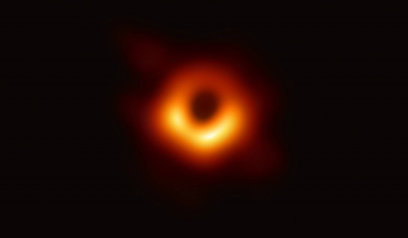 視覺中國聲稱擁有黑洞照片版權,遭當局開罰,圖為黑洞照片。(中研院提供)