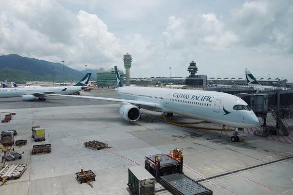 國泰航空航班因起落架故障,緊急折返香港機場。圖為資料照,非文中事故航班。(中央社)
