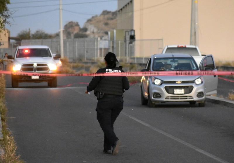 墨西哥一處酒吧遭槍手掃射,導致7名男子、5名女子和1名兒童共13人喪命,另有4人受傷。墨西哥警察示意圖。(路透)