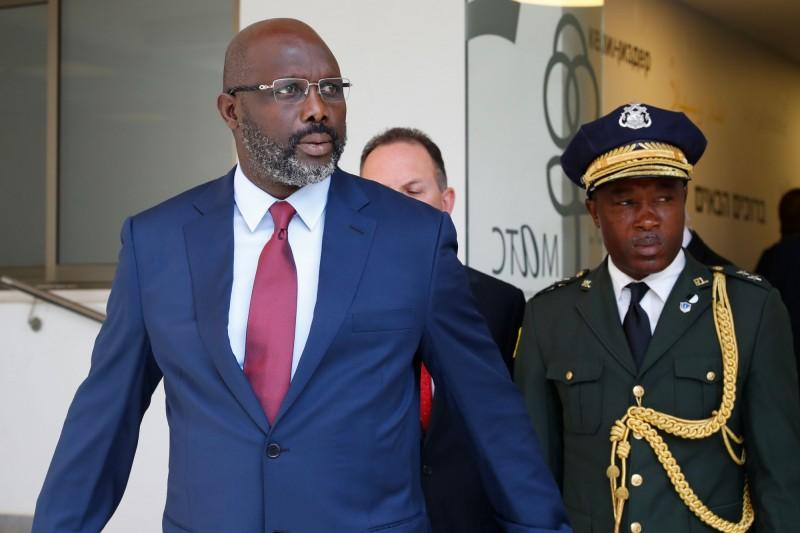 賴比瑞亞總統維阿(George Weah)的辦公室出現黑蛇亂竄,不得不撤離到自宅處理公務。(法新社)