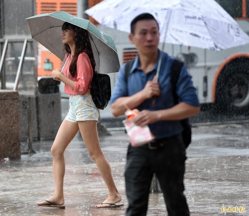 中央氣象局指出,今天(20日)各地仍有局部短暫陣雨或雷雨。(資料照)