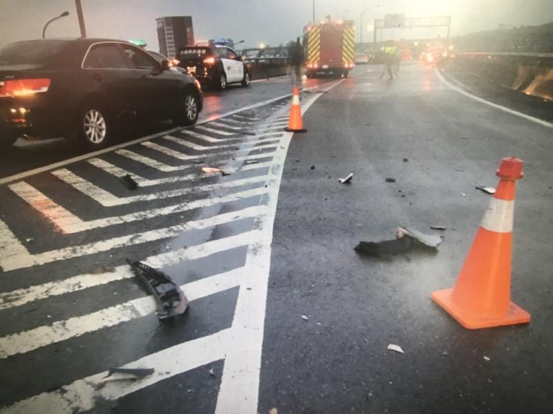 台74線中彰快速道路往高鐵烏日站的匝道,清晨發生離奇死亡車禍。(記者許國楨翻攝)