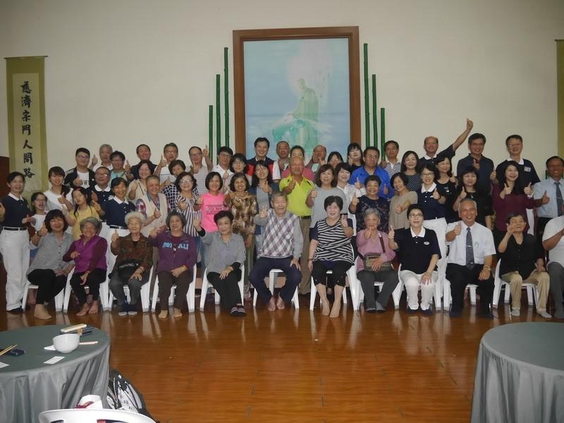 921大地震今年屆滿20年,慈濟草屯聯絡處邀請當年組合屋住民聚首話家常。(慈濟草屯聯絡處提供)
